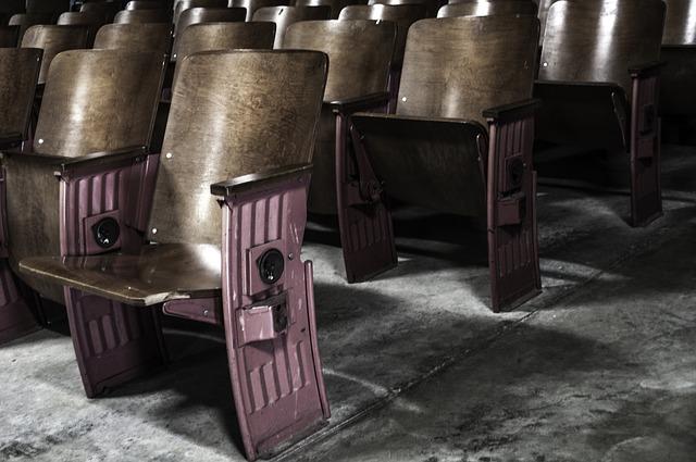 sedačky starého kina
